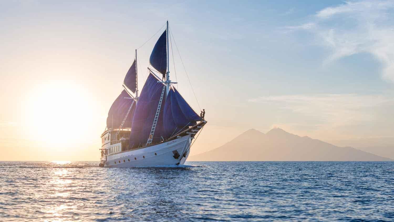 Ocean-Pure-sunset-sailing