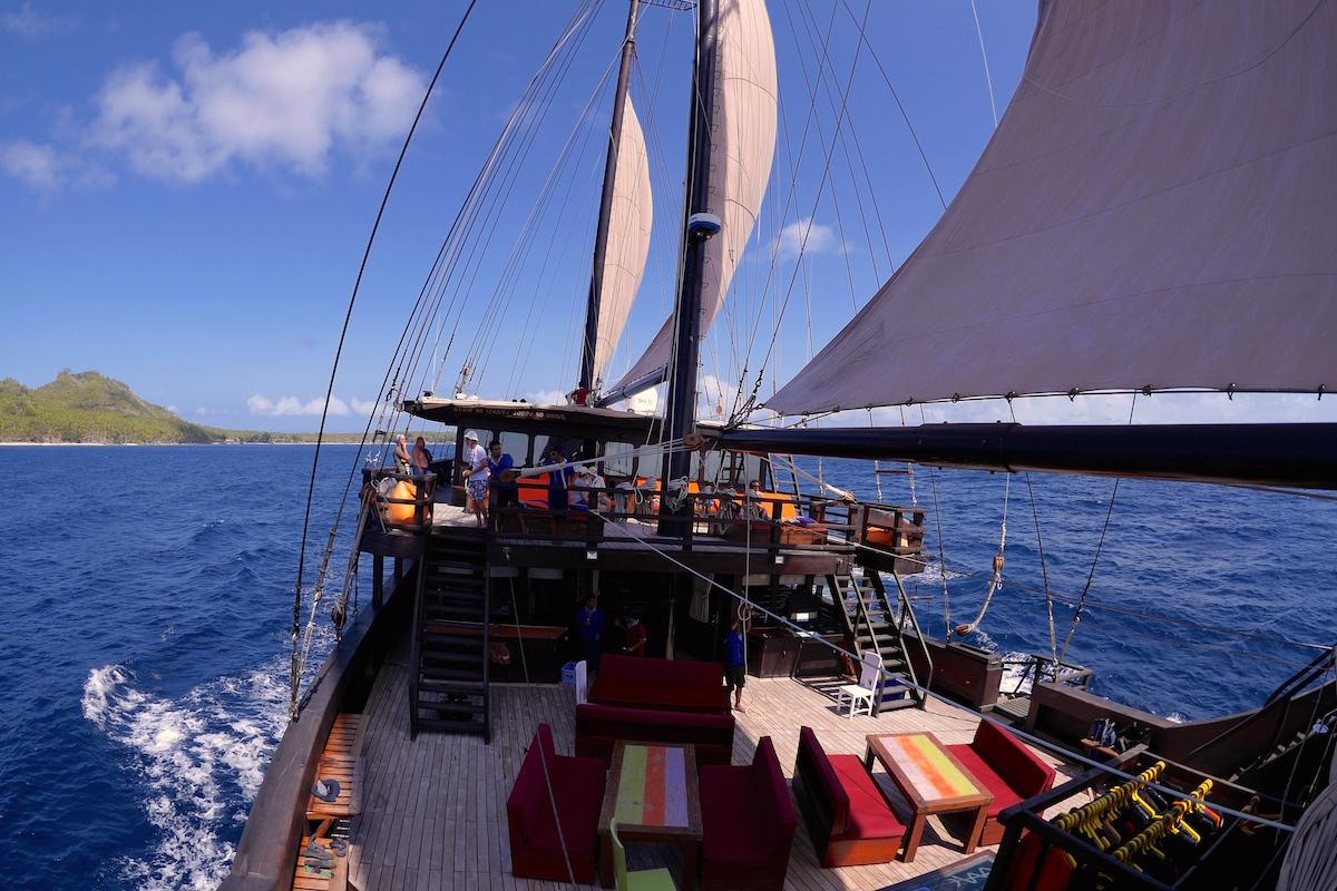 P1160932 segeln mit Tauchschiff und Segelboot MSY WAOW H800